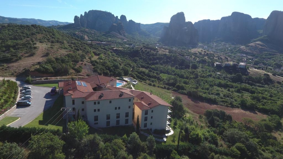 Hotel overlooks the Meteora rocks